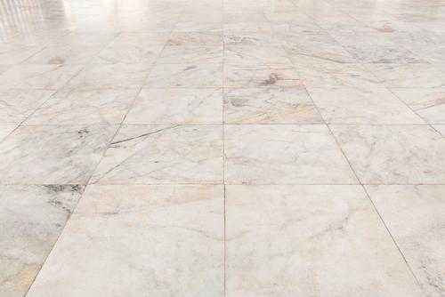 Čistenie betónové podlahy